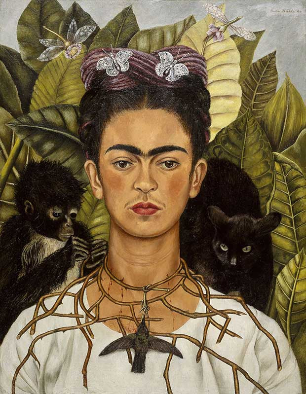 Frida Kahlo, Portrait au collier et au colibri, Nickolas Muray Collection, Harry Ransom Humanities Research Center, The University of Texas at Austin © 2007 Banco de México Diego Rivera & Frida Kahlo Museums Trust. Av. Cinco de Mayo No. 2, Col. Centro, Del. Cuauhtémoc, 06059, México D.F.. Photo ©Flickr/libby rosof