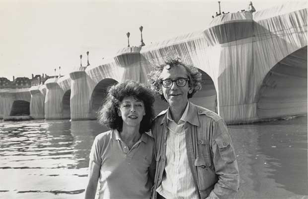 Claude et Christo devant le Pont-Neuf à Paris en 1985 ©WOLFGANG VOLZ.