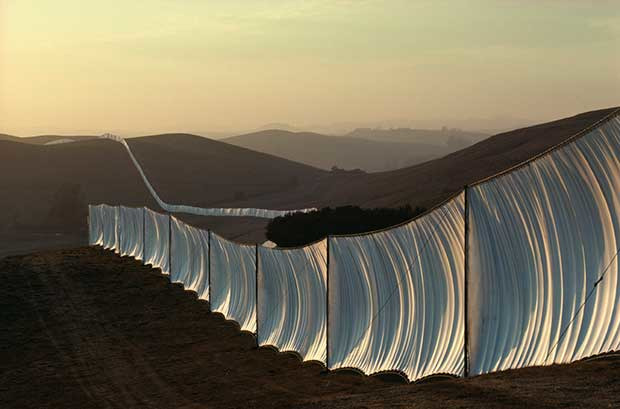Christo, Running Fence, Sonoma and Marin Counties, Californie, 1972-1976 ©CHRISTO 1976. W. VOLZ.
