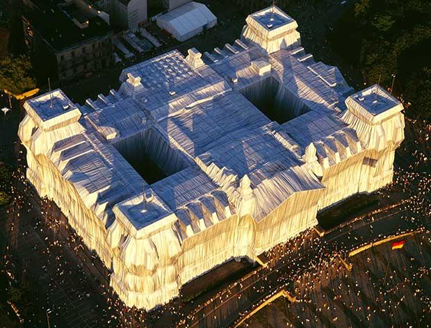 Wrapped Reichstag, Berlin, 1971-95, installation ©CHRISTO 1995. W. VOLZ.